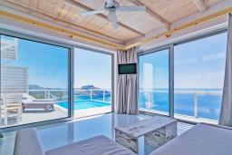 Гостиная. Греция, Плакиас : Современная вилла с бассейном и шикарным видом на море, 2 спальни, 2 ванные комнаты, парковка, Wi-Fi