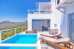 Бассейн. Греция, Плакиас : Современная вилла с бассейном и шикарным видом на море, 2 спальни, 2 ванные комнаты, парковка, Wi-Fi