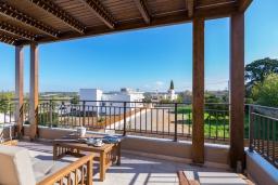 Балкон. Греция, Аделе : Современная вилла с бассейном и зеленым двориком с барбекю, 2 спальни, 2 ванные комнаты, парковка, Wi-Fi