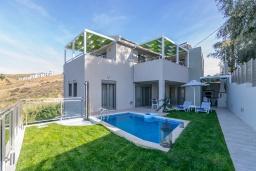 Фасад дома. Греция, Панормо : Новая современная вилла с бассейном и зеленым двориком с барбекю, 3 спальни, 3 ванные комнаты, тренажерный зал, настольный теннис, парковка, Wi-Fi