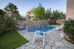 Бассейн. Греция, Иерапетра : Шикарная вилла с бассейном и двориком с барбекю, 4 спальни, 3 ванные комнаты, парковка, Wi-Fi