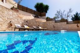 Бассейн. Греция, Аделе : Роскошная вилла с большим бассейном и двориком с барбекю, 4 спальни, 3 ванные комнаты, парковка, Wi-Fi
