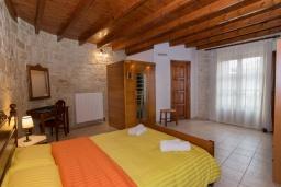 Спальня. Греция, Скалета : Роскошная вилла с бассейном и двориком, 6 спален, 4 ванные комнаты, патио, барбекю, парковка, Wi-Fi