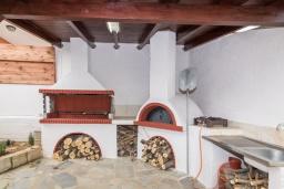 Терраса. Греция, Скалета : Роскошная вилла с бассейном и двориком, 6 спален, 4 ванные комнаты, патио, барбекю, парковка, Wi-Fi