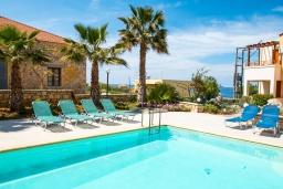 Бассейн. Греция, Панормо : Прекрасная вилла с бассейном в 100 метрах от пляжа, 3 спальни, 2 ванные комнаты, барбекю, парковка, Wi-Fi