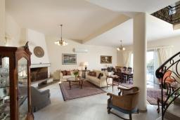 Гостиная. Греция, Ретимно : Роскошная вилла с большим бассейном и зеленым садом с барбекю, 5 спален, 5 ванных комнат, парковка, Wi-Fi