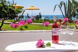 Балкон. Греция, Скалета : Прекрасная студия в 20 метрах от пляжа, с балконом и видом на море