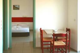 Гостиная. Греция, Ретимно : Прекрасный апартамент в 50 метрах от пляжа, с гостиной, отдельной спальней и балконом с боковым видом на море