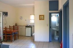 Кухня. Греция, Ретимно : Прекрасный апартамент в 50 метрах от пляжа, с гостиной, двумя спальнями и балконом с боковым видом на море