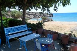Терраса. Греция, Плакиас : Апартамент возле пляжа с гостиной, отдельной спальней и террасой с видом на море