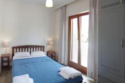 Спальня. Греция, Фаласарна : Апартамент недалеко от пляжа, с гостиной, двумя спальнями и балконом с видом на море