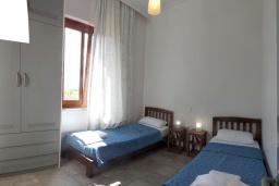 Спальня 2. Греция, Фаласарна : Апартамент недалеко от пляжа, с гостиной, двумя спальнями и балконом с видом на море