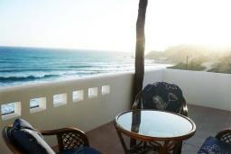 Балкон. Греция, Превели : Прекрасный апартамент возле пляжа, с гостиной, отдельной спальней и балконом с видом на море