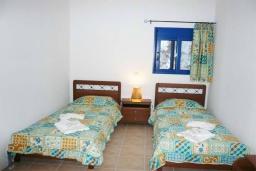 Спальня 2. Греция, Превели : Прекрасный апартамент возле пляжа, с гостиной, двумя спальнями и балконом с видом на море