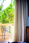 Балкон. Греция, Плакиас : Прекрасная студия в комплексе с бассейном в 80 метрах от пляжа