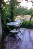 Терраса. Греция, Киссамос Кастели : Бунгало в комплексе с бассейном в 100 метрах от пляжа, с гостиной, отдельной спальней и террасой с частичным видом на море