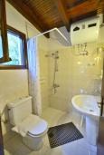 Ванная комната. Греция, Киссамос Кастели : Бунгало в комплексе с бассейном в 100 метрах от пляжа, с гостиной, отдельной спальней и террасой с частичным видом на море