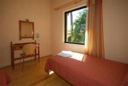Спальня 2. Греция, Палеохора : Апартамент в комплексе с садом в 50 метрах от пляжа, с гостиной, двумя спальнями и балконом