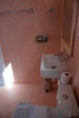 Ванная комната. Греция, Ханья : Студия с балконом и видом на море, в комплексе с бассейном и пляжем