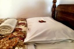 Спальня. Греция, Иерапетра : Апартамент в комплексе с бассейном и в 100 метрах от пляжа, с гостиной, отдельной спальней и балконом