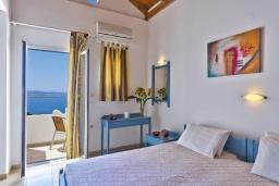 Студия (гостиная+кухня). Греция,  Ханья : Студия с балконом и видом на море, в комплексе с бассейном