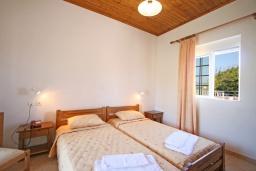 Спальня 2. Греция,  Ханья : Отдельный домик в комплексе с бассейном и садом, с гостиной, двумя спальнями, двумя ванными комнатами и террасой с видом на море
