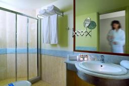 Ванная комната. Греция, Айя Марина : Номер-студио в комплексе с бассейном и в 100 метрах от пляжа