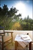 Балкон. Греция, Ваи : Апартамент в комплексе с бассейном и садом, с гостиной, отдельной спальней и террасой