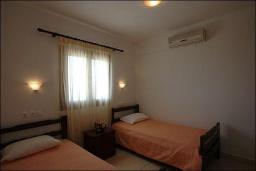 Спальня 2. Греция, Ваи : Улучшенный апартамент в комплексе с бассейном, с гостиной, двумя спальнями и террасой