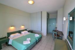 Студия (гостиная+кухня). Греция, Ретимно : Прекрасная студия с балконом и шикарным видом на море, 20 метров до пляжа