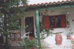 Терраса. Греция, Амудара : Апартамент в комплексе с бассейном, с гостиной, двумя спальнями и террасой