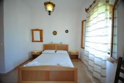 Спальня. Греция, Амудара : Апартамент в комплексе с бассейном, с гостиной, двумя спальнями и террасой