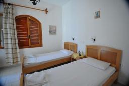 Спальня 2. Греция, Амудара : Апартамент в комплексе с бассейном, с гостиной, двумя спальнями и балконом с видом на море