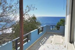 Балкон. Греция, Плакиас : Апартамент в 50 метрах от пляжа, с гостиной, двумя спальнями и двумя балконами с видом на море