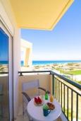 Балкон. Греция, Скалета : Апартамент в комплексе с бассейном, с гостиной, двумя спальнями и балконом с видом на море