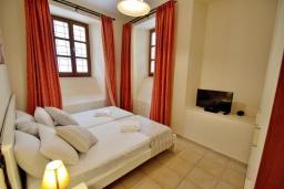 Студия (гостиная+кухня). Греция, Ретимно : Студия на первом этаже с террасой в 100 метрах от пляжа