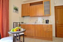Студия (гостиная+кухня). Греция, Ретимно : Студия с балконом в 100 метрах от пляжа