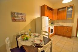 Студия (гостиная+кухня). Греция, Ретимно : Улучшенная студия с балконом в 100 метрах от пляжа