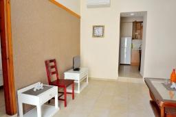 Спальня. Греция, Ретимно : Апартамент на первом этаже, с гостиной, отдельной спальней и террасой, в 100 метрах от пляжа