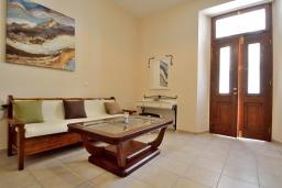 Гостиная. Греция, Ретимно : Апартамент на первом этаже, с гостиной, отдельной спальней и террасой, в 100 метрах от пляжа