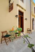 Терраса. Греция, Ретимно : Апартамент на первом этаже, с гостиной, отдельной спальней и террасой, в 100 метрах от пляжа