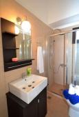 Ванная комната 2. Греция, Ретимно : Роскошная апартамент с гостиной, тремя спальнями, двумя ванными комнатами и балконом