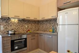 Кухня. Греция, Ретимно : Роскошная апартамент с гостиной, тремя спальнями, двумя ванными комнатами и балконом