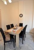 Обеденная зона. Греция, Ретимно : Роскошная апартамент с гостиной, тремя спальнями, двумя ванными комнатами и балконом