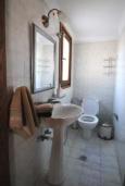 Ванная комната. Греция, Малеме : Уютный дом в 80 метрах от пляжа, 3 спальни, 2 ванные комнаты, терраса с видом на море, Wi-Fi