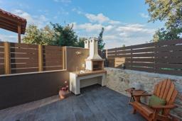 Территория. Греция, Ретимно : Роскошная вилла с бассейном и двориком с барбекю, 2 гостиные, 5 спален, 3 ванные комнаты, парковка, Wi-Fi