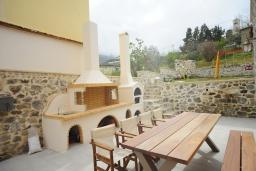 Территория. Греция, Ретимно : Роскошная вилла с бассейном, двориком с барбекю и детской площадкой, 2 гостиные, 3 спальни, 3 ванные комнаты, парковка, Wi-Fi