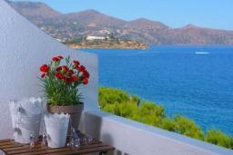 Балкон. Греция, Айос Николас : Апартамент недалеко от пляжа, с гостиной, отдельной спальней и балконом с шикарным видом на море