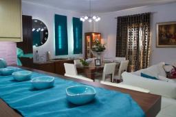 Гостиная. Греция, Аделе : Уютная вилла с бассейном и зеленым двориком, 3 спальни, 3 ванные комнаты, парковка, Wi-Fi