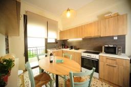 Кухня. Греция, Ретимно : Апартамент с гостиной, тремя спальнями и балконом